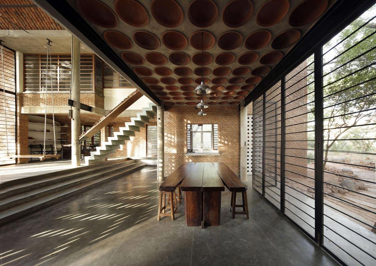 Wall house anupama kundoo architect - Intermediate floor casting ...