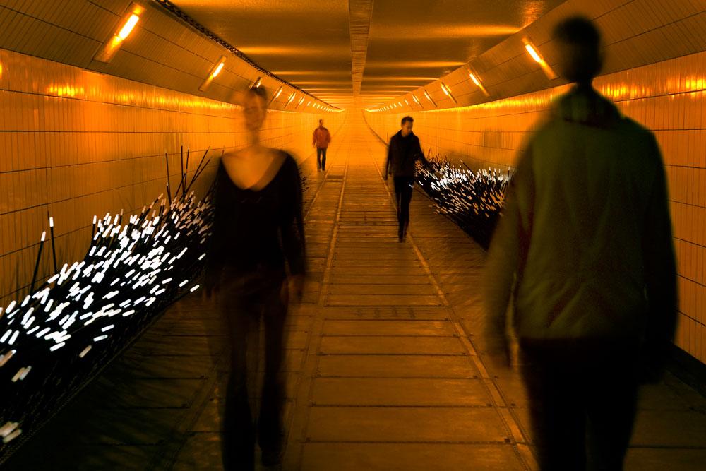 Dune-4.1_multiple-people-Daan-Roosegaarde