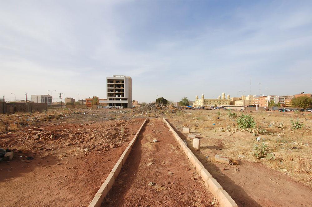 The city of Ouagadougou develops around the International airport of ...