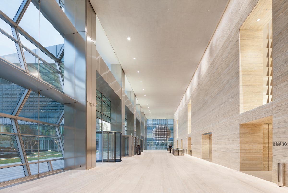 FKI-Tower_main-entrance-lobby