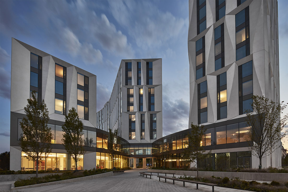studio-gang_campus-north-residential-commons_portal-to-campus_copyright-tom-harris-photography